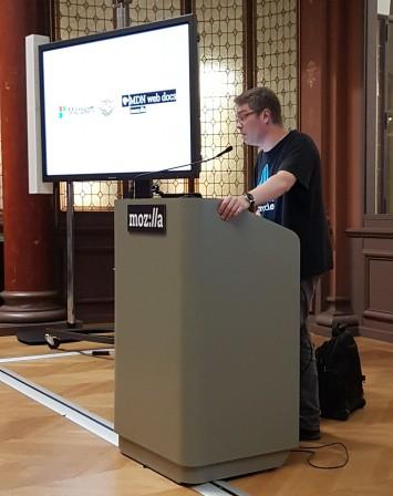 David de Microsoft au pupitre pour le partenariat de Microsoft et de Mozilla pour MDN
