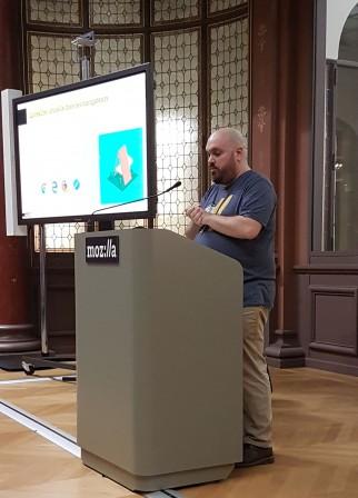 Jérémie de Mozilla au pupitre pour A-frame