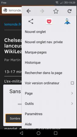 Firefox Android en mode lecture réglé sur Sans serif et Sombre et le menu