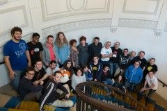 Photo de groupe dans les escaliers de Mozilla Paris