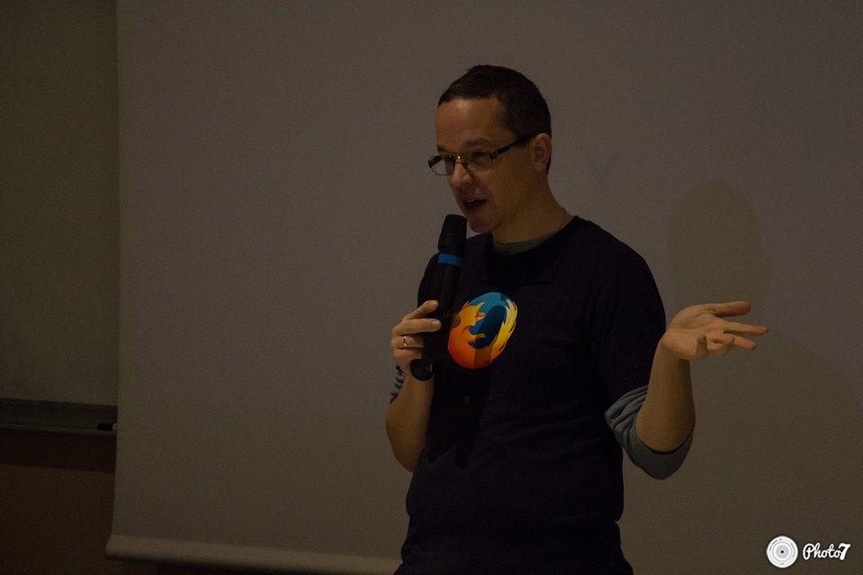 genma avec un T-shirt Firefox